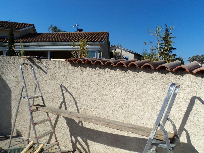 Poser des tuiles sur un mur tableau isolant thermique - Comment disposer des tableaux sur un mur ...
